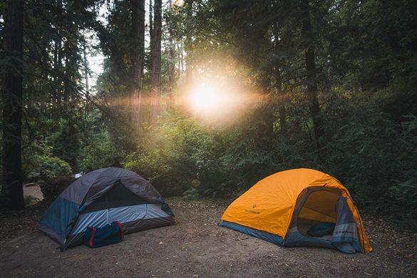 Przed każdym sezonem warto zadbać o swój namiot. Niezbędne może okazać się użycie impregnatu do namiotu.