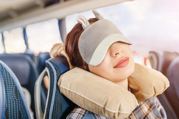 Poduszka podróżna to must have podczas długich podróży samolotem, autokarem, pociągiem czy samochodem.